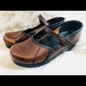 Dansko Women Brown Leather Clogs EUR 39 US 9